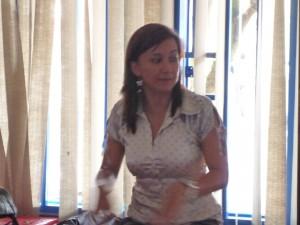 Sylvia Yanez, avocate à OFP, prépare les femmes à rendre témoignage.
