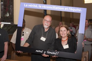 Jamie Scott de l'Église unie et Commissaire Marie Wilson. (Photo : Richard Choe)