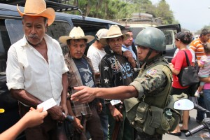 Checkpoint between San Rafael Las Flores and Mataquescuintla during the first day of the declared State of Siege in four the municipalities due to the violent mining conflict in the region, involving Vancouver-based Tahoe Resources, which erupted this week resulting in a State of Siege where numerous constitutional rights are suspended for 30 days. Mataquescuintla, Jalapa, Guatemala. May 2, 2013.  Copyright:James A. Rodríguez / MiMundo.org
