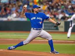 R A Dickey pitching image