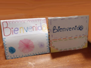 cards with the word 'welcome' in Spanish